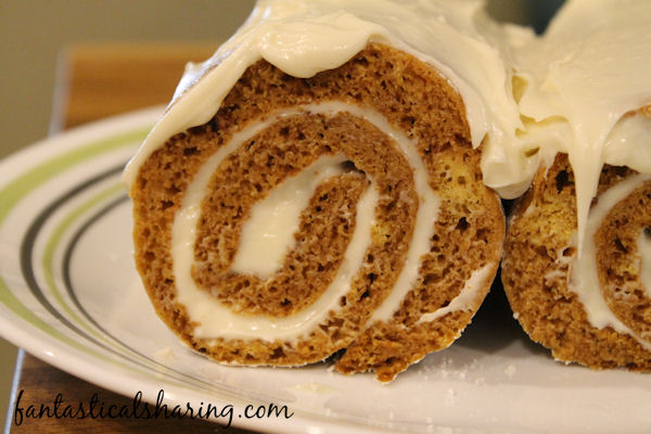 Pumpkin Cake Roll // The perfect fall dessert that looks impressive but is so simple to make #recipe #pumpkin #cake #dessert #SRCFallDishes
