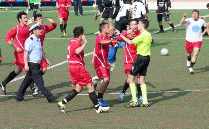 Calcio: illeciti disciplinari riguardanti la violenza sugli arbitri