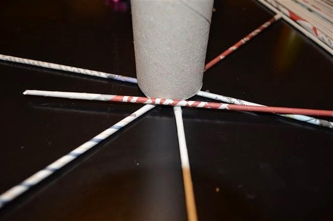 1ba09c232 prvú ruličku ohnite cez novú ruličku podľa obrázka nižšie...druhú ruličku  ohnete cez prvú a takto postupne pokračujte v pletení.