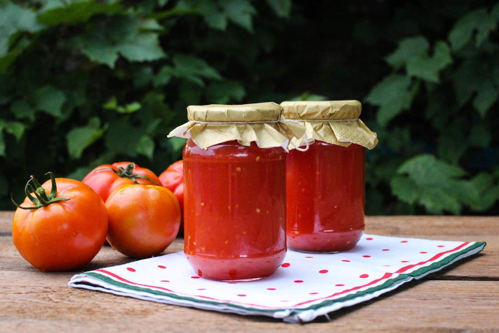 Przecier pomidorowy na zimę. Do zup, zapiekanek, sosów a nawet do picia.