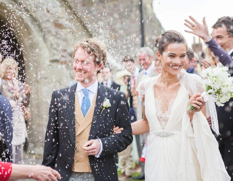 Ślubne przesądy, weselne przesądy, organizacja ślubu i wesela, Litera r w miesiący ślub, ryż i pieniadze, atrakcje ślubne, rzucanie ryżem
