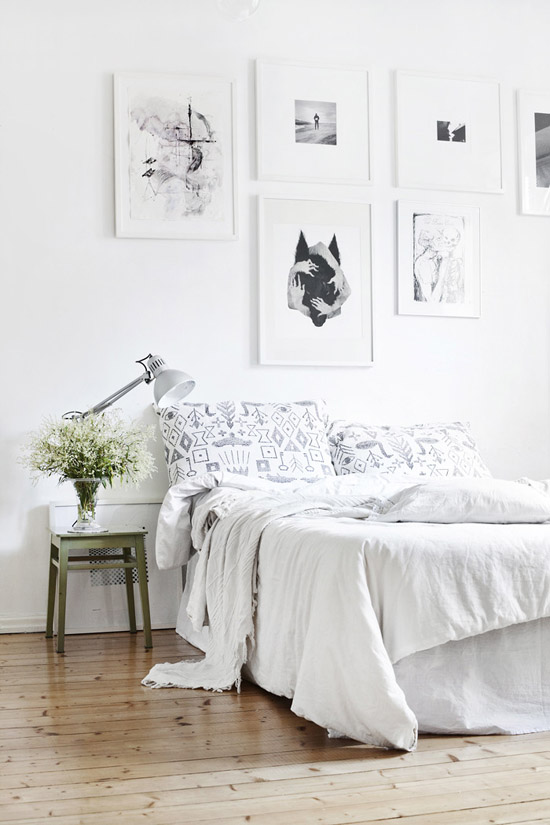 Fresh bedroom setting with impressive art wall via Suvi Sur Le Vif.