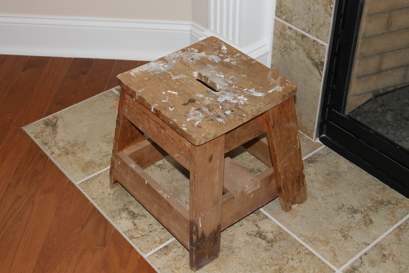 Incredible Dens Gens Creatifs An Upcycled Stool A Vintage Egg Crate Machost Co Dining Chair Design Ideas Machostcouk