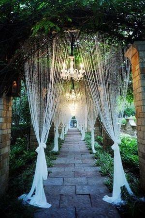 Cortinas para craer el camino hacia el altar - Foto: www.bridalguide.com