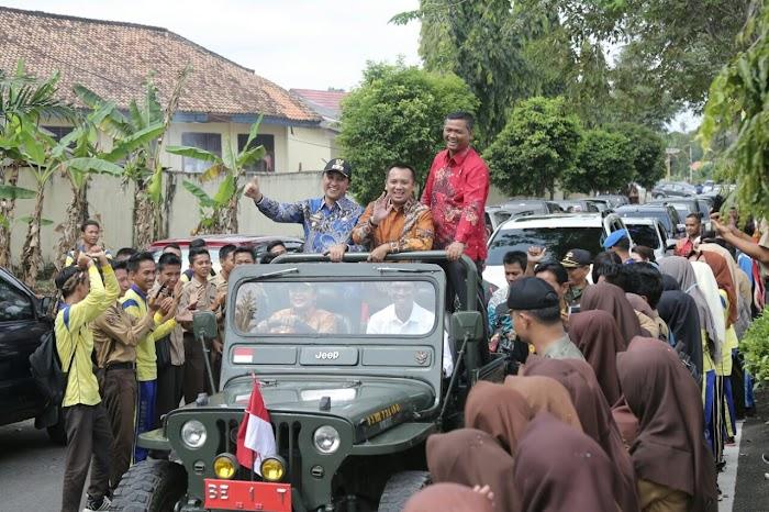 Gubernur Ridho dan Ibu Yustin Disambut Hangat Bupati Winarti dan Ribuan Masyarakat Tuba