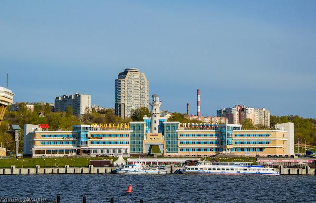Речной порт на заливе