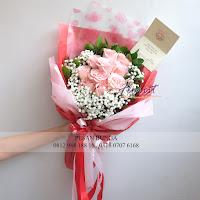 bunga valentine, buket bunga dan cokelat, buket bunga ferrero rocher, buket bunga mawar, bunga mawar valentine, handbouquet mawar, bunga mawar 100tangkai, buket rose, toko bunga, florist jakarta, toko bunga jakarta utara,
