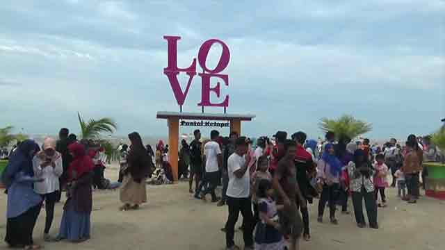 Spot Foto Love Pantai Kelapa Tuban