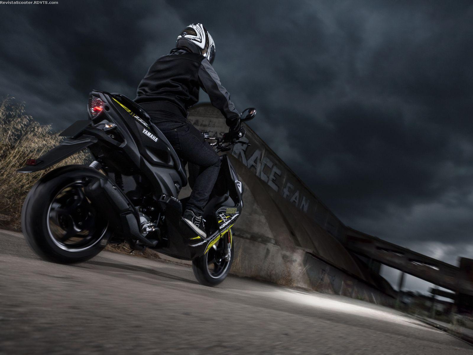 Precio y ficha técnica de la moto Yamaha Aerox 50 R Naked