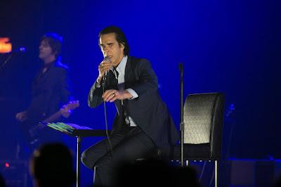 Ο Νικ Κέιβ στη διάρκεια μιας συναυλίας του εν έτει 2018