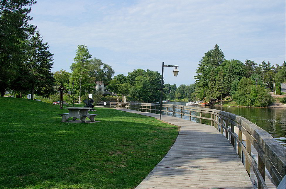 Part of the boardwalk area along the edge of the lake at the park in Bracebridge.