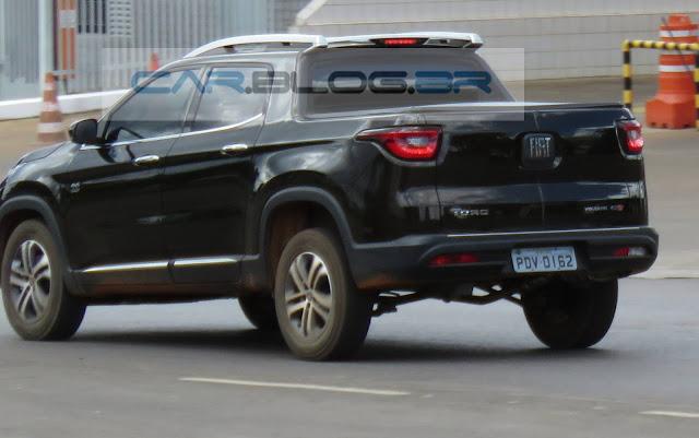 Fiat Toro 2.0 TD Turbodiesel Volcano - Preta