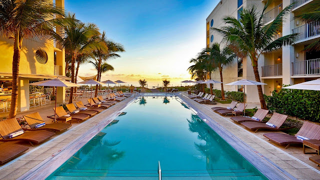 Costa d'Este Beach Resort and Spa's idyllic beachfront location in Vero Beach on Florida's Treasure Coast offers direct access to the azure waters of the Atlantic Ocean.