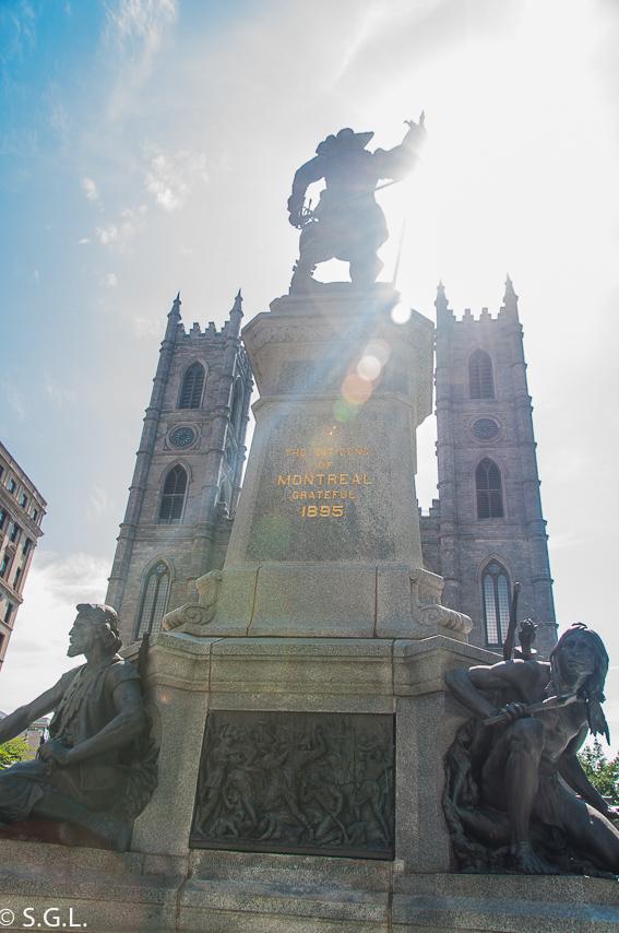 Monumento Maisonneuve en plaza de armas Montreal. Canada