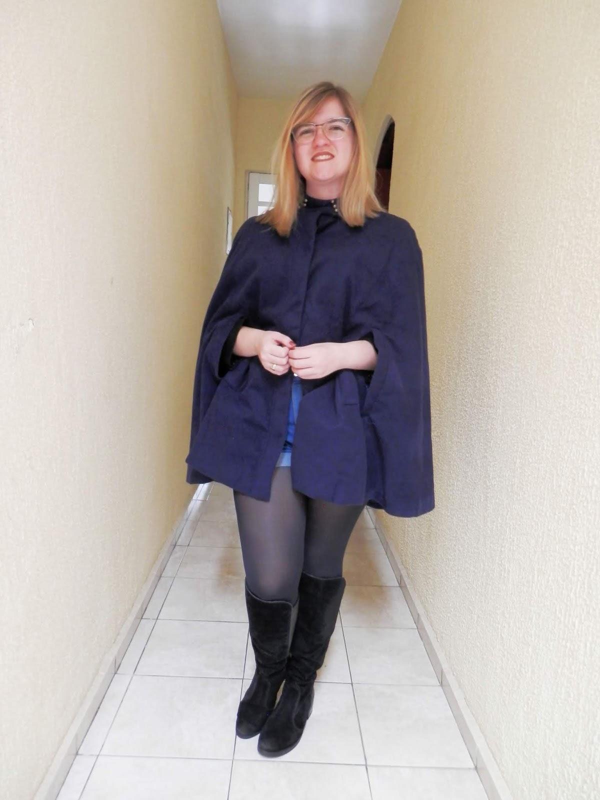 Look: Poncho capa (ou blazer capa) com bota