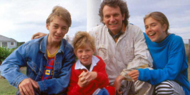 Theme Song from Round the Twist - YouTube