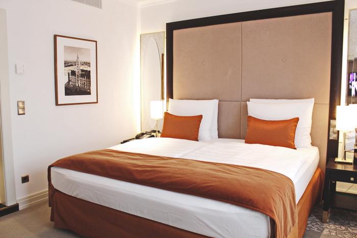 Vier Jahreszeiten Kempinski München Suite Schlafzimmer