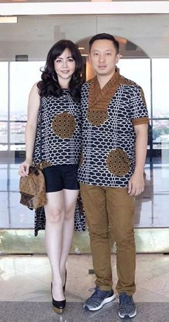 Model Baju Batik Couple Untuk Bersantai