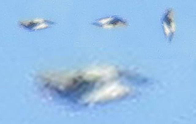 UFO News ~ Black Knight-Like Spacecraft Passing The Moon plus MORE Black%2Bknight%2Bspacecraft%2Bmoon%2B%25281%2529