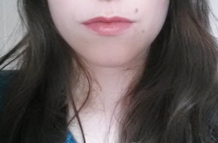 Laque Show off RIMMEL swatch solstice 201 lèvres tenue