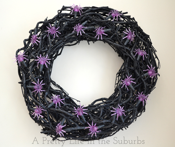 Spooky Spider Light Wreath {A Pretty Life}