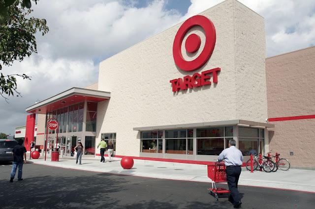 Relógios na Target em San Diego
