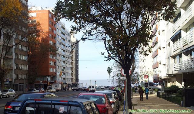 Rua de Pocitos descendo para a Rambla