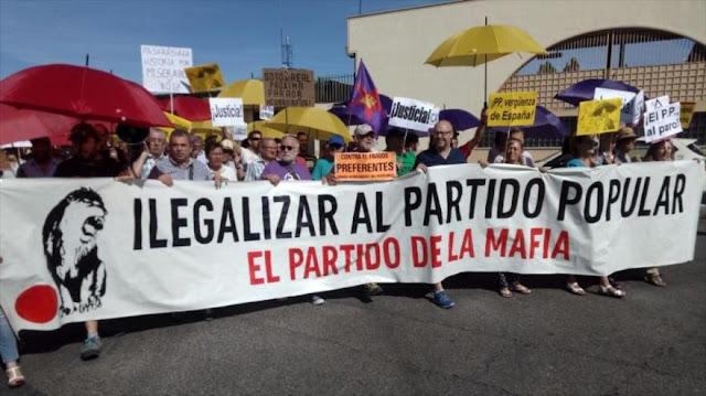 """Manifestantes rechazan el """"trato preferente al delincuente Rajoy"""""""