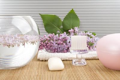 Faire un vaporisateur visage maison avec des plantes adaptées à votre type de peau