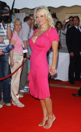Barefoot Celebrities Pamela Anderson Barefoot On The Red