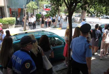 Panic in Tirana after the Earthquake of 5.2 Richter scale