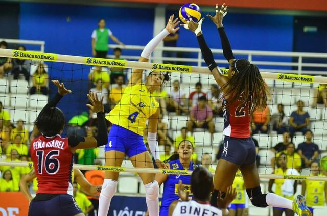 ... amistoso contra a República Dominicana. A estreia da seleção feminina  de vôlei em 2017 esteve longe de ser fácil. Com uma arena parcialmente  lotada e um ... 9a440cf5101cd