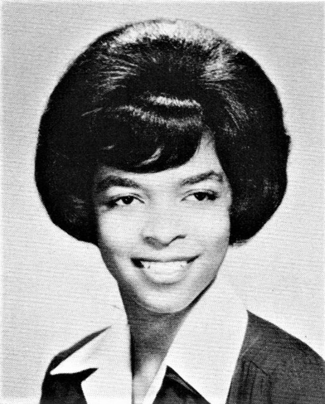 44 Cool Pics That Defined Hairstyles of American High School ...