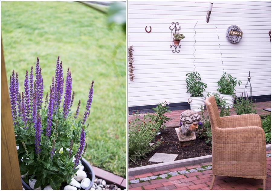 Blog + Fotografie by it's me | fim.works | Ein Garten im Norden | Collage von Lavendel und Sitzplatz vor einer weißen Holzwand