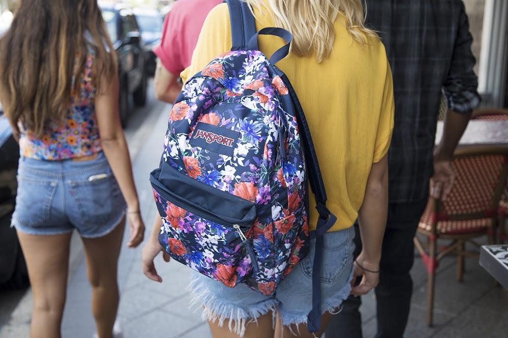 minimalist_packing_jansport