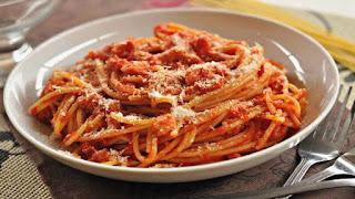 Spaghetti e bucatini all'amatriciana per raccogliere fondi ai terremotati