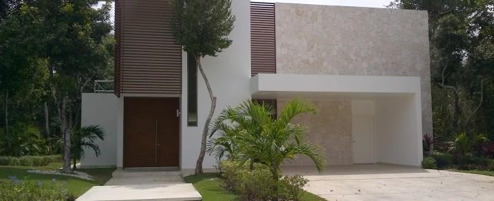 Fachadas minimalistas fachada de casa minimalista de lujo for Renta casa minimalista cancun