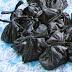 Ternyata kantong plastik hitam berbahaya untuk membungkus makanan dan minuman