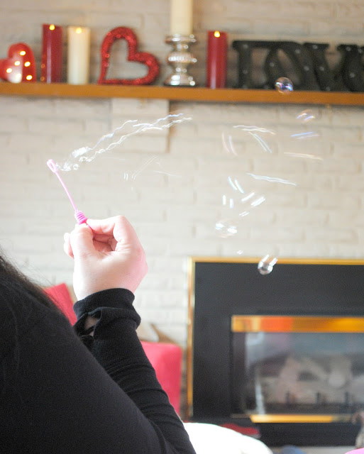 Pass out bubbles for party favors at your Galentine's party. www.fizzyparty.com