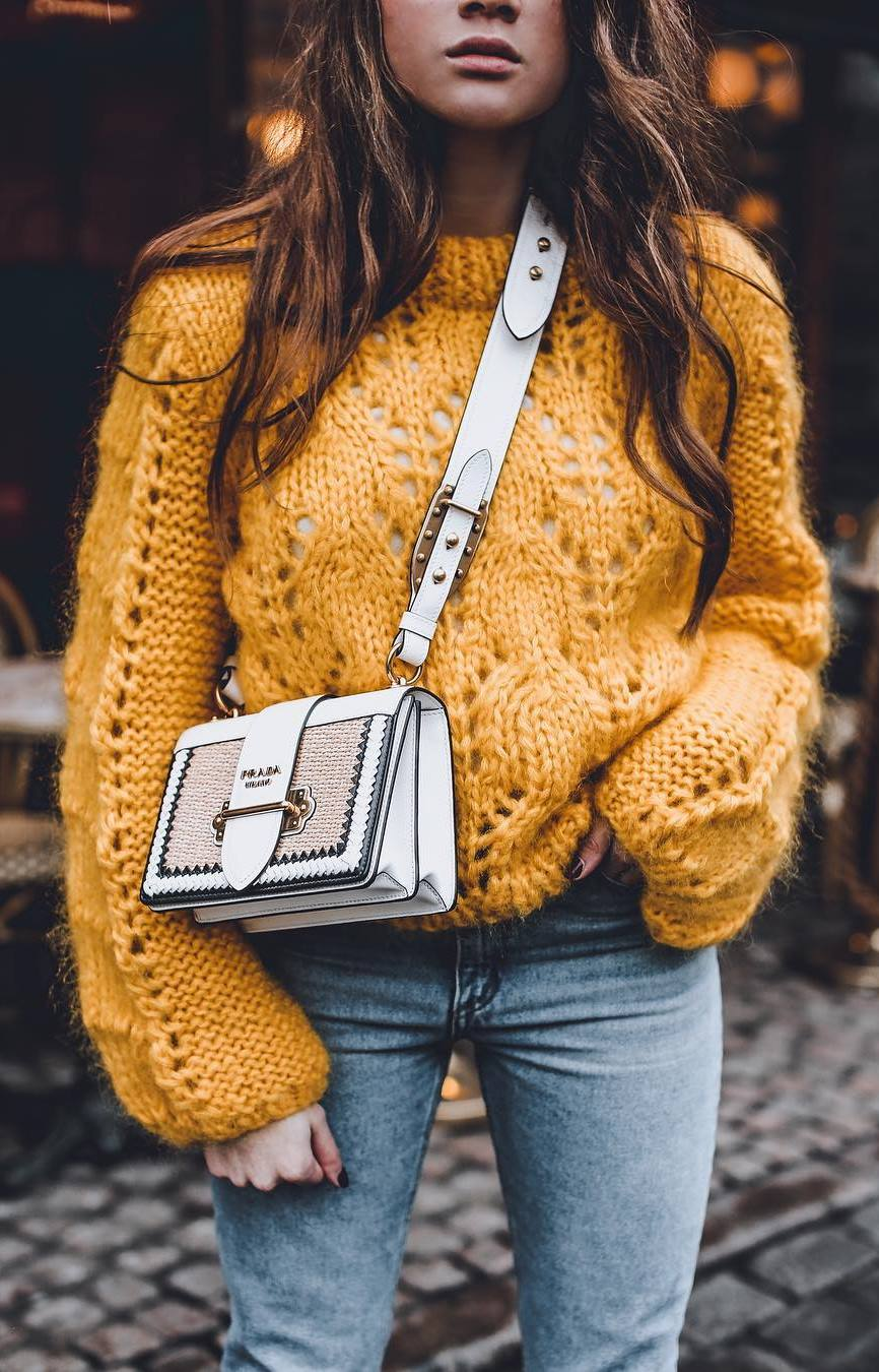 ootd | yellow sweater + white bag + jeans