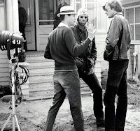 Roger Corman con Peter Fonda durante un rodaje