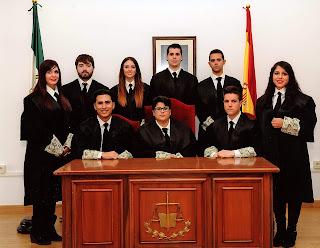 Teresa junto a compañeros juristas