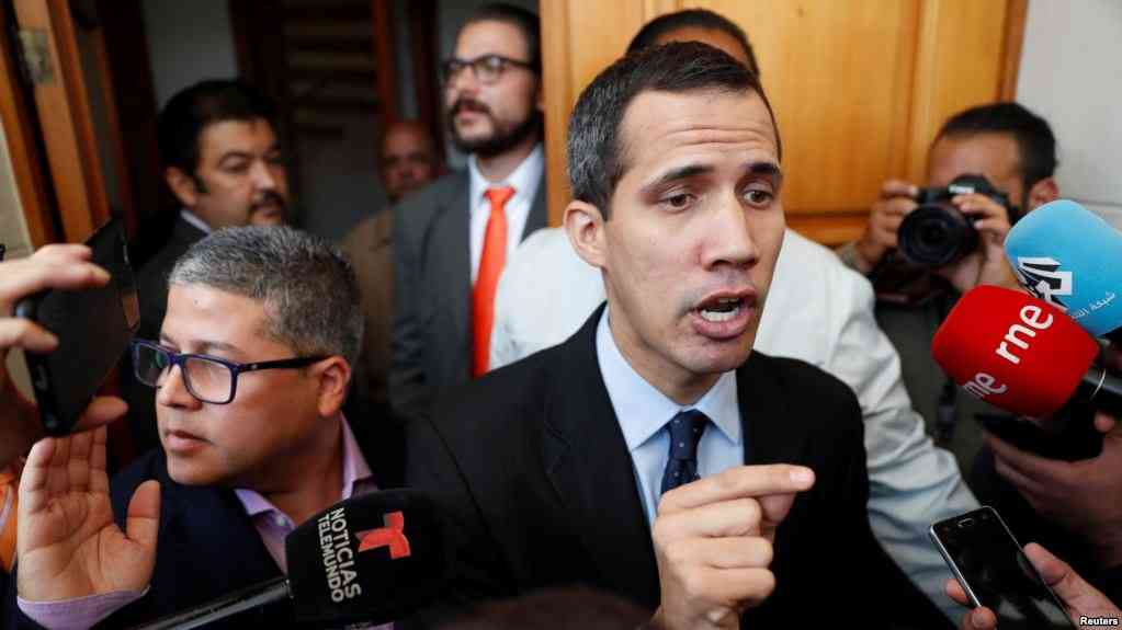 El diputado y presidente encargado Juan Guaidó hablando en la Asamblea Nacional / REUTERS