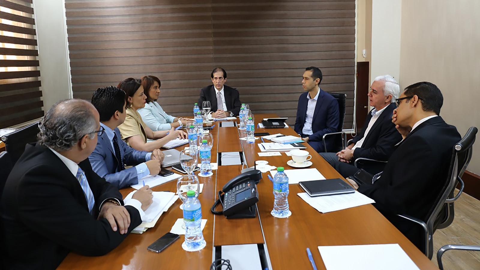Gobierno inicia consultas con expertos colombianos en transporte