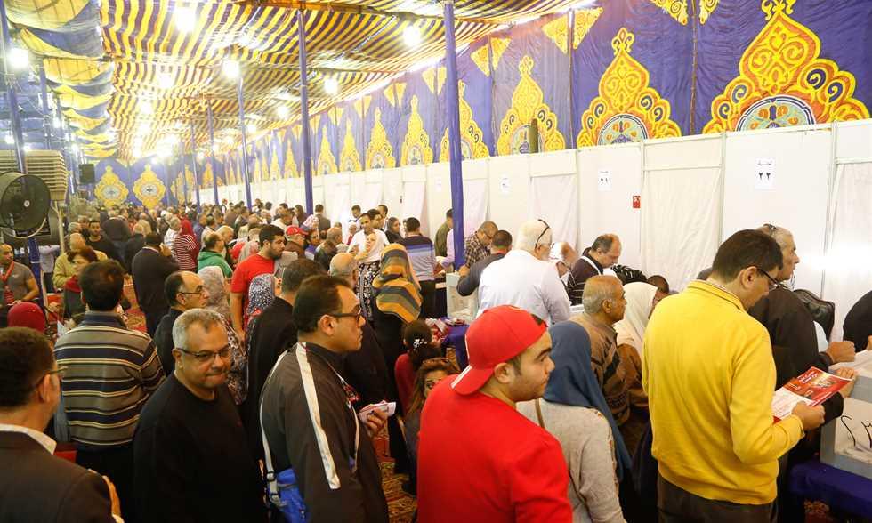 اعضاء النادى الاهلى اثناء الانتخابات