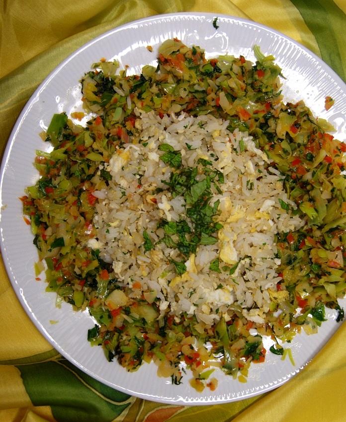 Danie tajskie, ryż smażony z jajkiem i warzywami