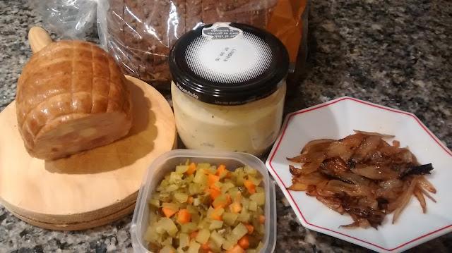 Smorrebrod de roastbeef con cebolla caramelizada