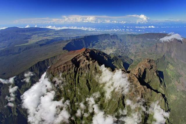 Piton des neiges : située au centre de l''île de la Réunion.