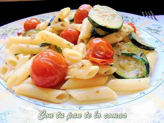 Macarrones con calabacines y tomates  cherry