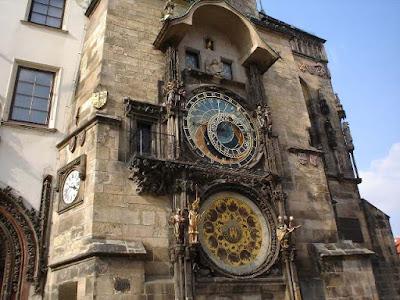 melihat keindahan jam astronomi praha